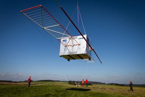 Test konstrukce radaru RIME, který proběhl tento rok téměř bez povšimnutí. Konstrukce bude dlouhá 16 metrů.
