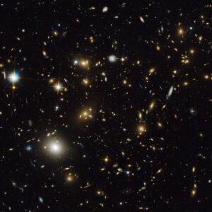 Svazek galaxií MACS J0717.5+3745 bude jedním z prvních vědeckých cílů Webbova teleskopu.
