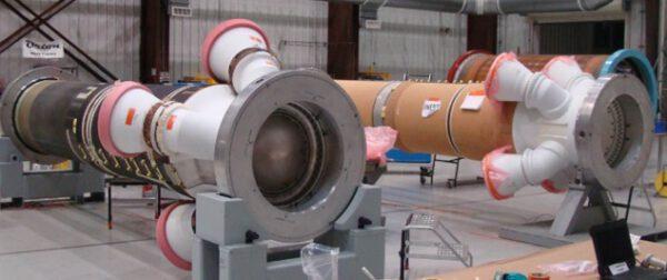 Abort motory záchranných věžiček LAS pro EM-1 a EM-2. Abort Motor pro EM-2 byl vzáří 2017 naplněn palivem.