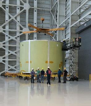 Motorová sekce centrálního stupně rakety SLS pro EM-2, svařená vzařízení VAC vMichoud Assembly Facility