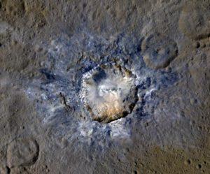 Další bílé skvrny na povrchu Ceres