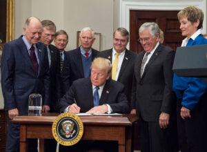 11. prosince podepsal Donald Trump dokument Space Policy Directive 1.