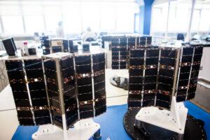 Cubesaty série Lemur-2 v čisté místnosti