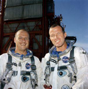 Posádka Gemini V (zleva: Conrad, Cooper)