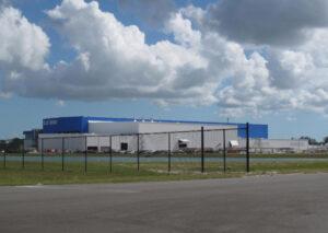 Nově budovaný areál firmy Blue Origin na Floridě.