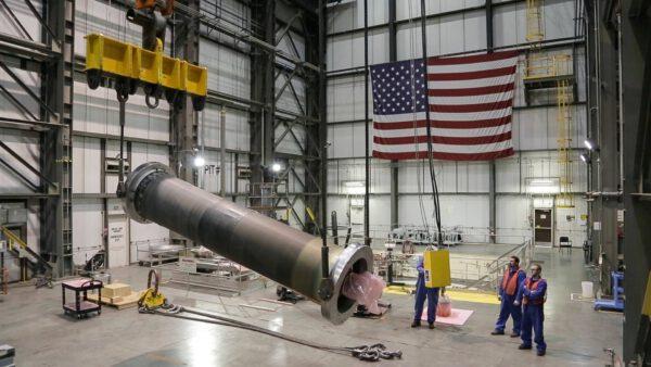 Výroba záchranné věžičky pro testovací misi Ascent Abort-2 (AA-2)