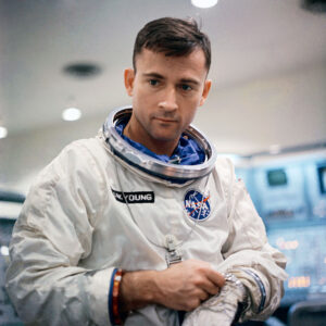 Young během výcviku k misi Gemini 3