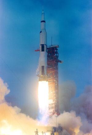 Apollo 10 startuje k Měsíci