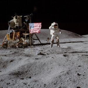 Legendární Youngův výskok na lunárním povrchu