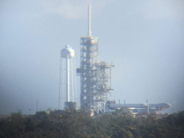 Sklopený Falcon Heavy vyfocený dnes ráno místního času.