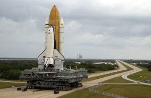 Raketoplán Columbia míří na svou poslední cestu k rampě.
