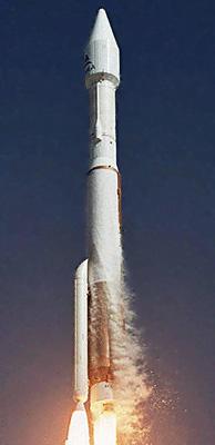Atlas V 411 - na první pohled nestabilní raketa, ale přesto spolehlivá.