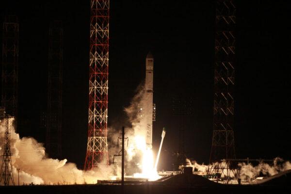Start rakety Zenit s družicí AngoSat-1.