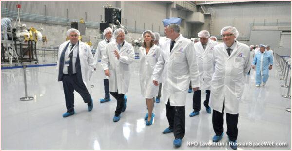 Návštěva ředitele ESA v ruském výrobním závodě.