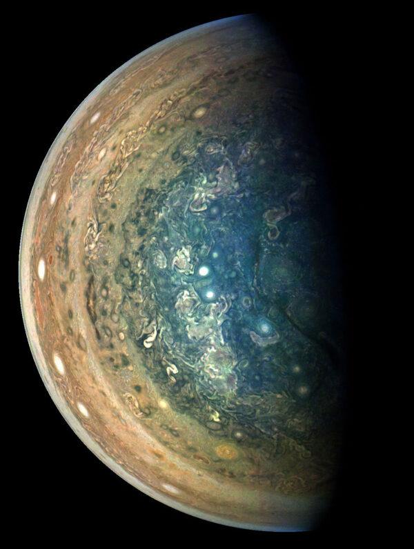 Jižní pól Jupiteru vyfocený 16. prosince 2017 v 8:07 našeho času.