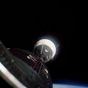 První setkání dvou pilotovaných těles na orbitu