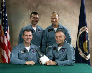 Hlavní a záložní posádka mise GTA-8: dole vlevo Scott, vedle něj Armstrong, nahoře vlevo Gordon, vedle něj Conrad