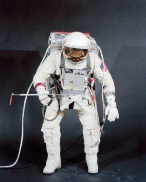 Konfigurace vybavení pro EVA, kterou měl použít Dave Scott.