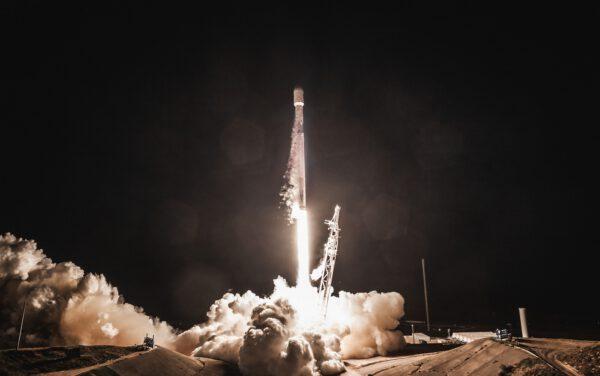 Falcon 9 stoupá k obloze