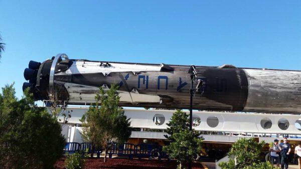 Boční stupeň premiérového Falconu Heavy.