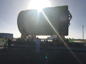 K přesunu se použily nové podvozky, které budou přepravovat i celé centrální stupně SLS.