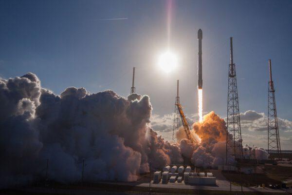 Falcon 9 vynáší SES-16