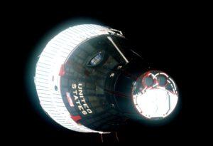 Posádka Gemini VI-A dává najevo své pocity ohledně konkurenční složky amerických ozbrojených sil.