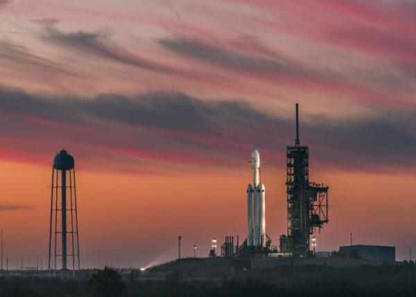 Premiérový Falcon Heavy na rampě 39A.