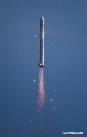 Start rakety CZ-2D se sedmi družicemi na palubě