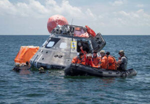 Nácvik vystupování z lodi Orion.