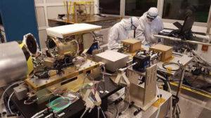 Stavba zařízení Laser Communications Relay Demonstration (LCRD).