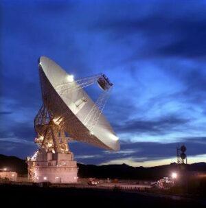 Telekomunikační anténa systému Deep Space Network.