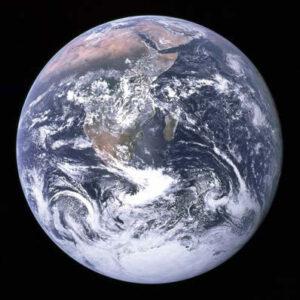 Snímek Země pořízený posádkou Apolla 17 při cestě k Měsíci.