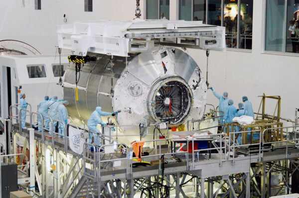 Víceúčelový logistický modul Donatello, únor 2004. Pro zásobování ISS nebyl použit, Lockheed Martinjej vrámci programu NextSTEP-2 upravuje na pozemní prototyp obytného modulu stanice LOP-G.
