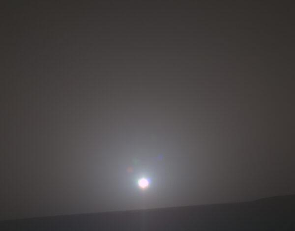 Východ Slunce na Marsu z Opportunity, sol 4999, 14. 2. 2018. Zdroj: NASA/JPL-Caltech/Cornell/Arizona State Univ./Texas A&M