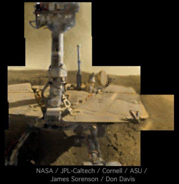 Opportunity – upravený autoportrét. Zdroj: NASA/JPL-Caltech/Cornell/ASU/Sorenson-Davis