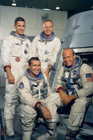 Hlavní a záložní posádka mise GTA-11: nahoře vpravo Armstrong, vedle něj Anders, dole vpravo Conrad, vedle něj Gordon