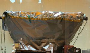 Detail horní části teleskopu TESS - za sluneční clonou se nachází čtyři kamery.