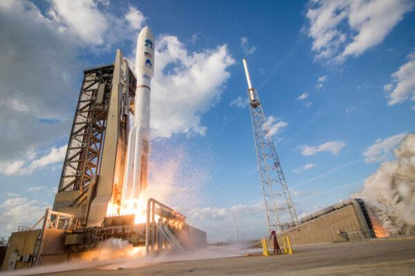 Zážeh! Atlas V s družicí GOES-S startuje.