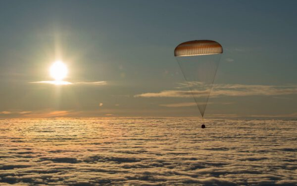Loď Sojuz MS-06 se vrací na Zem