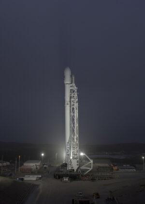 Archivní snímek - Falcon 9 čeká na Vandenbergově základně na misi Iridium-3. Při této misi letěl poprvé první stupeň číslo 1041.