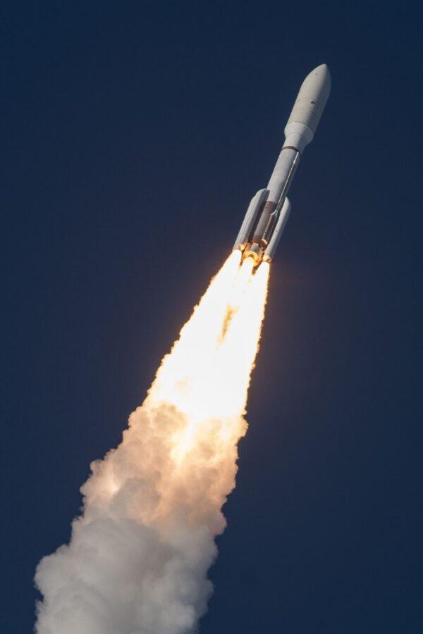 Atlas V 541 vynáší sondu GOES-S.
