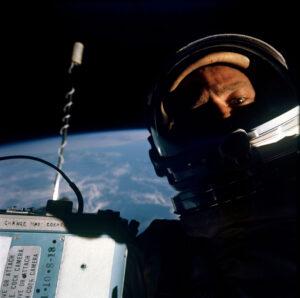 """Legendární Aldrinovo """"selfie"""" pořízené během výstupu"""