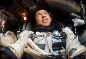 Pohled na palubu Gemini XII během letu