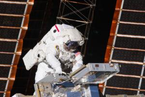 Andrew Feustel během výstupu do volného prostoru na ISS v rámci mise STS-134.