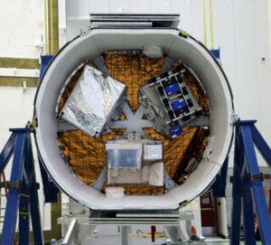 Trunk Dragonu před misí SpaceX CRS-14.