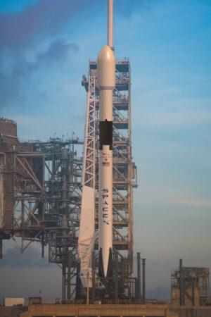 Takto by mohl vypadat Falcon 9 Block 5 na startovní rampě 39A.