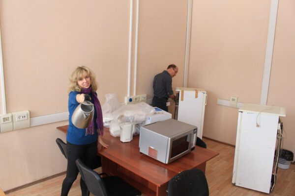 Konvice a ledničky - možná nejdůležitější přístroje nutné k tomu, aby přípravné práce na start proběhly v pořádku