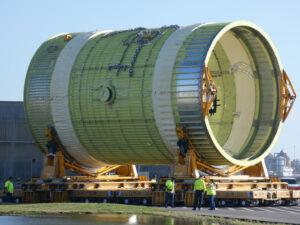 Přesun intertanku centrálního stupně rakety SLS, který ej určen pro strukturální zkoušky.