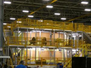 Instalace korkové izolace na motorovou sekci.
